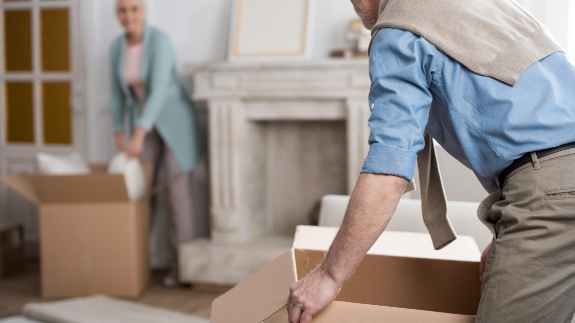 10 Signs That Your Loved One May Need to Move into an Assisted Living Home